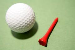 Pelota de golf y te Fotografía de archivo