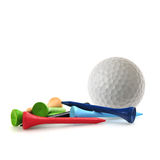 Pelota de golf y tes Fotos de archivo