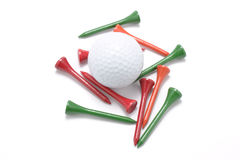Pelota de golf y tes de golf Fotografía de archivo libre de regalías
