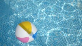 Pelota de playa en la piscina almacen de metraje de vídeo