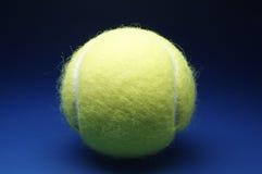 Pelota de tenis - 2 Imágenes de archivo libres de regalías