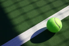 Pelota de tenis de las pelotas de tenis Imagenes de archivo