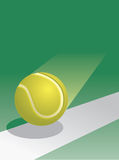 Pelota de tenis en vuelo Foto de archivo