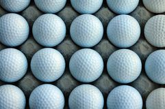 Pelotas de golf en blanco Imágenes de archivo libres de regalías