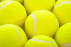 Pelotas de tenis en blanco Foto de archivo libre de regalías