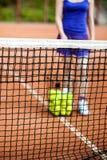 Pelotas de tenis en el campo para el tenis Imágenes de archivo libres de regalías