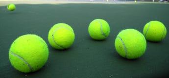 Pelotas de tenis verdes fotografía de archivo libre de regalías