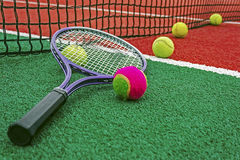 Pelotas de tenis y Racket-2 Foto de archivo libre de regalías