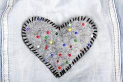 Pelote à épingles en forme de coeur Image stock