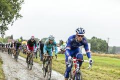 Peloton на мощенной булыжником дороге Тур-де-Франс 2014 Стоковые Фото