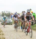 Peloton на дороге булыжника - Тур-де-Франс 2015 Стоковые Изображения
