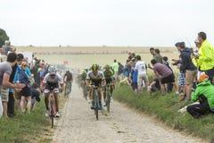 Peloton на Cobblestoned дороге - Тур-де-Франс 2015 Стоковое фото RF
