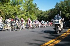Peloton участвуя в гонке с bike мотора полиций Стоковое Фото