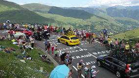 Peloton op Col. de Peyresourde - Ronde van Frankrijk 2014 stock videobeelden