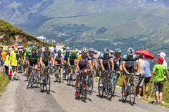 Pelotonen i Pyrenees berg Royaltyfri Fotografi