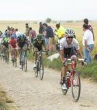 Pelotonen på en kullerstenväg - Tour de France 2015 Royaltyfri Fotografi