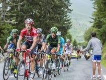 Pelotonen på Sänka du Tourmalet - Tour de France 2014 Fotografering för Bildbyråer