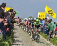 Pelotonen Paris Roubaix 2014 Arkivfoto