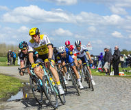 Pelotonen - Paris Roubaix 2016 Arkivbilder