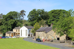 Pelouse communale, hall et cottages, Slaidburn Images libres de droits