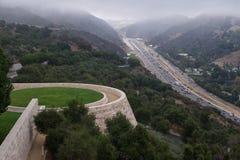 Pelouse et autoroute centrales de Getty Photo libre de droits