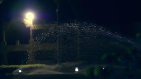 Pelouses de arrosage la nuit utilisant un circuit de refroidissement spécial clips vidéos