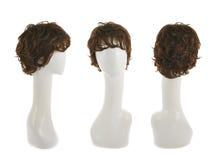 Peluca del pelo sobre la cabeza del maniquí Imagenes de archivo