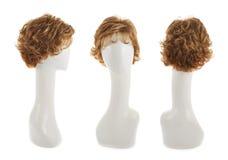 Peluca del pelo sobre la cabeza del maniquí Foto de archivo libre de regalías