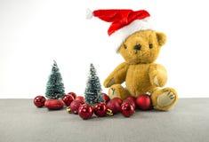 Peluche de la Navidad con el árbol y las bolas Imagen de archivo