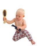 Peluquero maravilloso del niño con el peine en los pantalones de tela escocesa aislados en el fondo blanco Imagenes de archivo