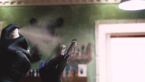 Peluquero que afeita los accesorios Maquinilla de afeitar del afeitado del peluquero almacen de video