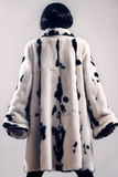Pelzmantelwinter kleidet Mode Lizenzfreie Stockfotografie