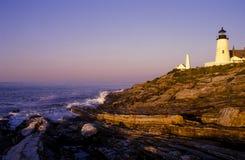 Pemaquid latarnia morska Nad Rockowymi formacjami W Maine obraz royalty free