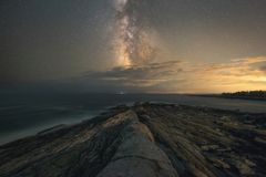 Pemaquid punktu seascape pod Milky sposobu galaktyką obraz stock