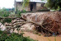 Pemba, Mosambik - 29. April 2019: Besch?digt und ?berschwemmt bringt nach Wirbelsturm Kenneth unter lizenzfreies stockfoto