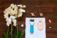 Pemza pour nettoyer de vieux talons en cuir, depilator o de rasoir électrique Images stock
