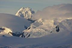 Península antártica en la primera luz de la mañana Fotografía de archivo libre de regalías