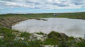 PENÍNSULA DE YAMAL, RUSIA - 18 DE JUNIO DE 2015: Expedición al embudo gigante del origen desconocido Cráter anterior, que se conv Foto de archivo