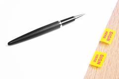 Pen And Application Agreement preto imagem de stock