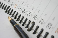 Pen bij de planning van agenda stock foto's
