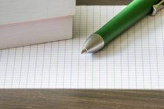 Pen, boeken en blad Royalty-vrije Stock Afbeeldingen