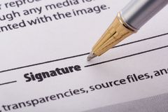 Pen die vorm ondertekent Stock Fotografie