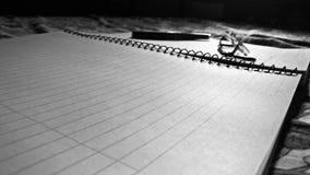 Pen, document en schouwspel royalty-vrije stock fotografie