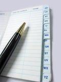 Pen en Adresboek, contact, telefoonnummernotitieboekje stock afbeeldingen