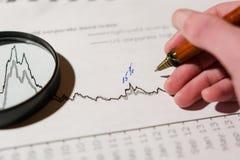 Pen en calculator op de lijst royalty-vrije stock foto's