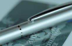 Pen en creditcard Stock Foto's