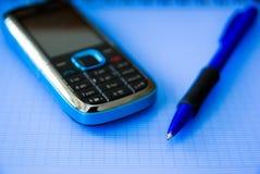 Pen en mobiele telefoon Stock Foto's