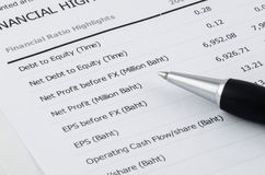 Pen on financial highlight in annual report Stock Image
