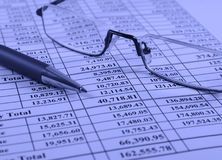Pen and glasses on financial report Royalty Free Stock Photography