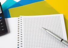 Pen met een calculator Stock Afbeelding